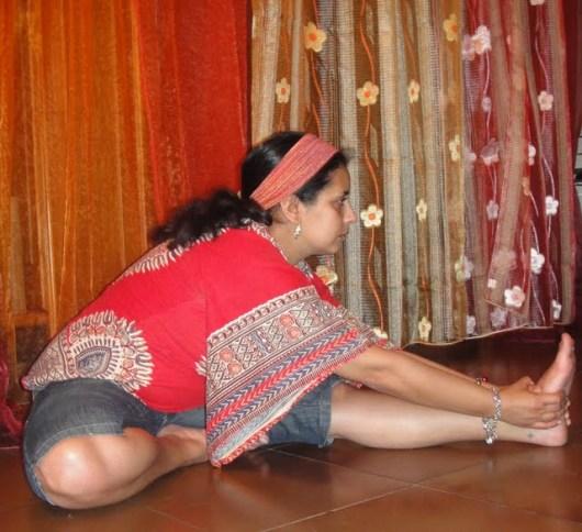 Janu Sirsasana: posizione della testa verso il ginocchio